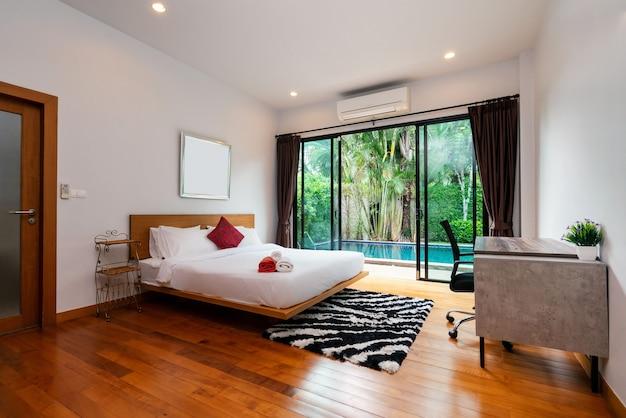 O design interior da casa, casa, villa e apartamento inclui roupa de cama