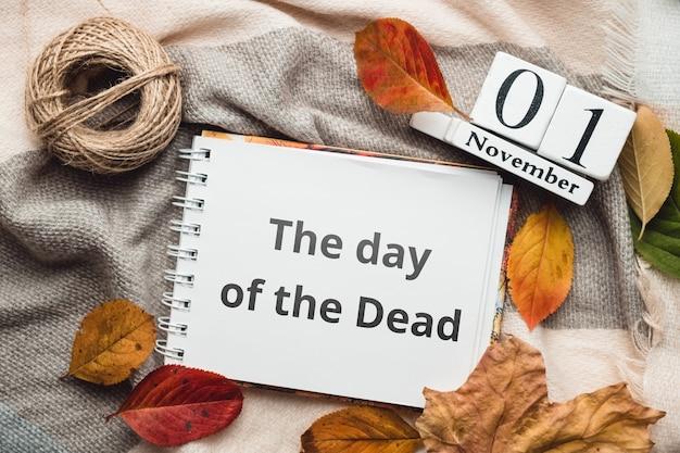 O dia dos mortos do calendário do mês de outono novembro.