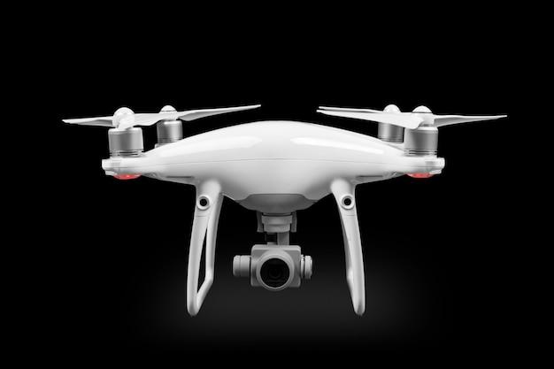O drone branco isolado em um fundo preto