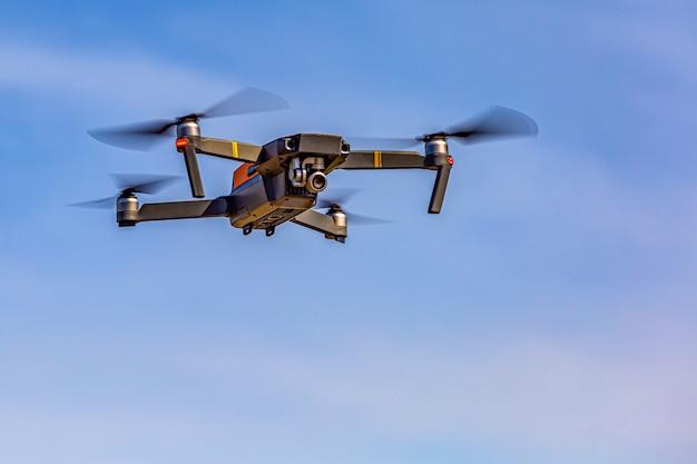 O drone está gravando uma imagem de alto ângulo