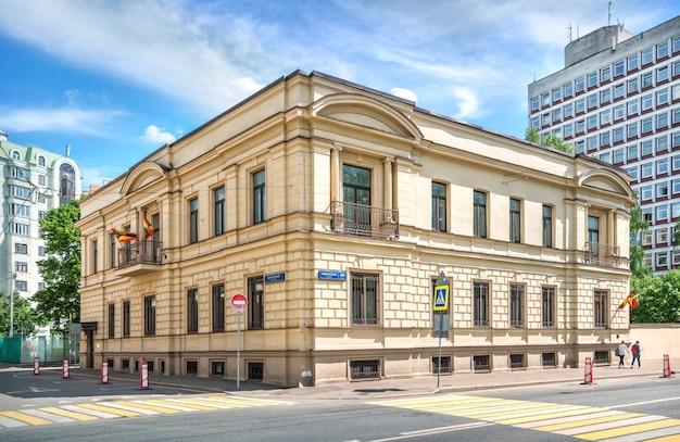 O edifício da embaixada de granada na rua povarskaya em moscou