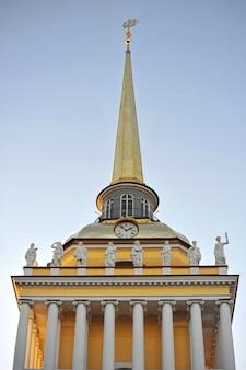 O edifício do almirantado principal em são petersburgo, rússia