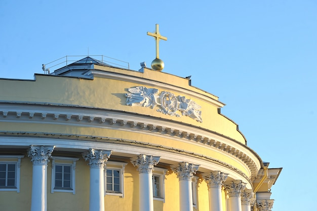 O edifício do senado e do sínodo em são petersburgo
