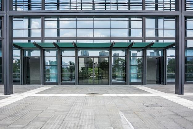 O edifício empresarial moderno da cidade