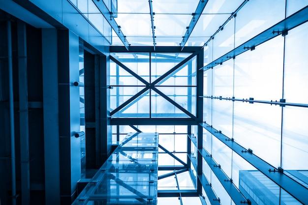 O elevador de turismo fica no prédio de escritórios