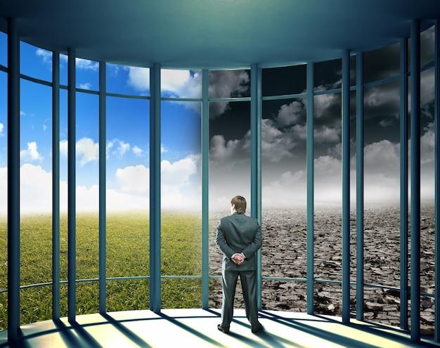 O empresário está olhando para um clima instável