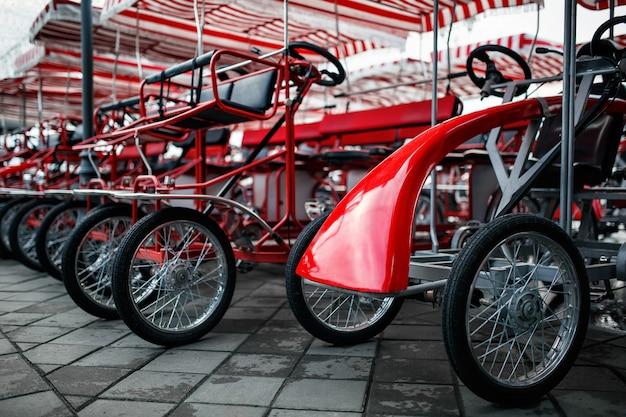 O estacionamento de bicicletas de quatro rodas, velomobiles