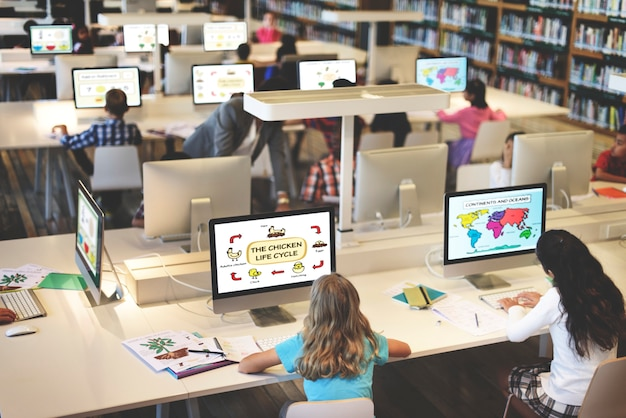 O estudo que estuda aprende aprendendo o conceito do internet da sala de aula