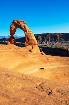 O famoso delicate arch de utah no parque nacional de arches.