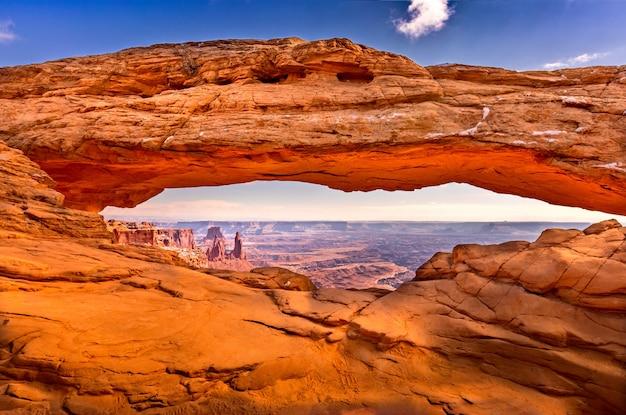 O famoso mesa arch no parque nacional de arches, utah