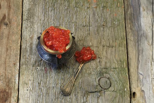 O foco seletivo macio velho retro retro do vintage do caviar tonificou a foto