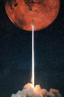 O foguete espacial decola para o planeta vermelho marte. lançamento de nave espacial bem-sucedido.
