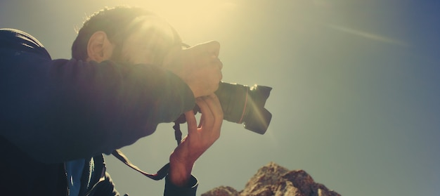 O fotógrafo viaja e fotografa belas paisagens