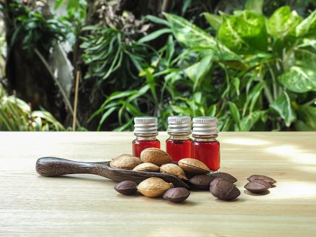 O frasco de óleo de sacha inchi é um óleo rico em vitaminas,