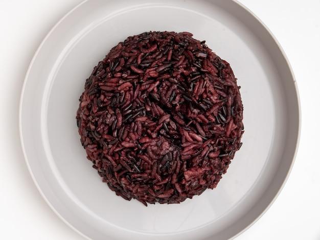O fruto do arroz contém minerais, vitaminas e fibras benéficas para a saúde.