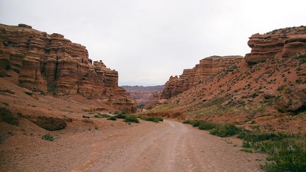 O grand canyon nas terras devastadas do cazaquistão