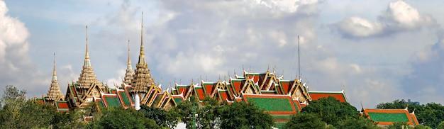 O grande palácio e wat phra kaew o templo do buda esmeralda