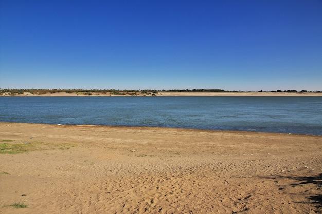 O grande rio nilo no sudão, áfrica