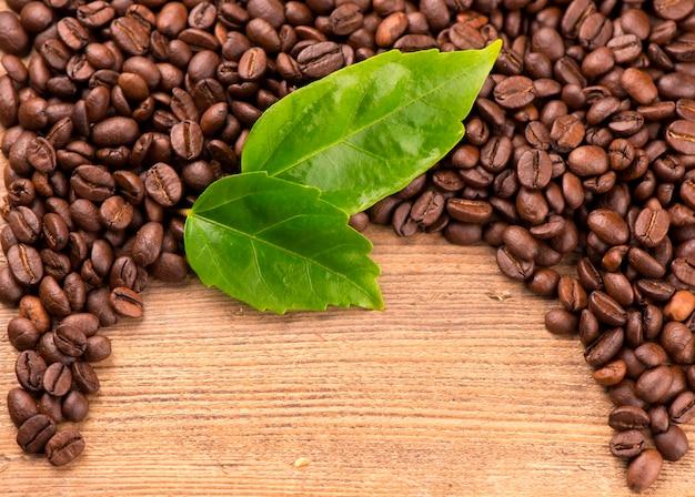 O grão perfumado torrado. textura de grãos de café.