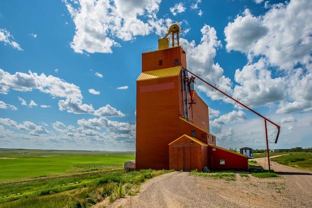 O histórico elevador de grãos do almirante em saskatchewan, canadá