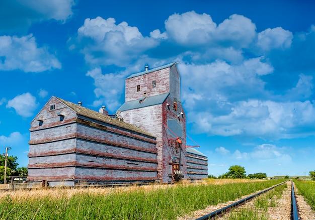 O histórico elevador de grãos em eastend, saskatchewan