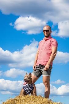 O homem com o cachorro
