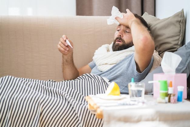 O homem se sente muito doente