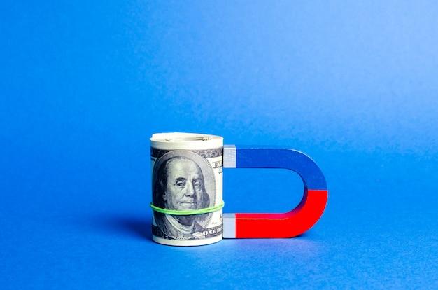 O ímã é magnetizado para o pacote de dólares.