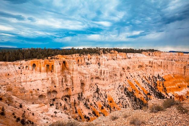 O impressionante cânion em inspiration point no parque nacional de bryce. utah, estados unidos