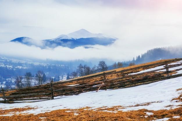 O início da primavera nas montanhas