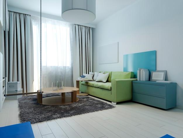O interior da sala de estar em estilo kitsch com móveis coloridos e paredes brancas é coberto com painéis decorativos coloridos.