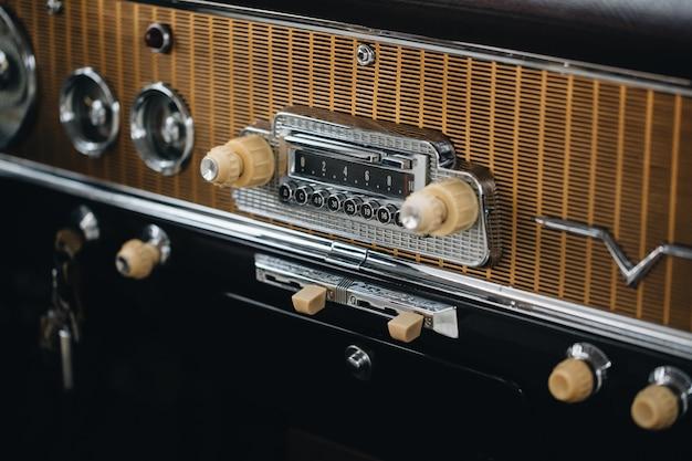 O interior do carro velho