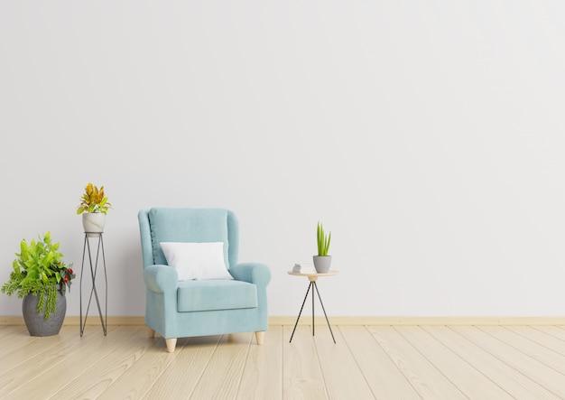 O interior tem uma poltrona e plantas no fundo da parede branca vazia