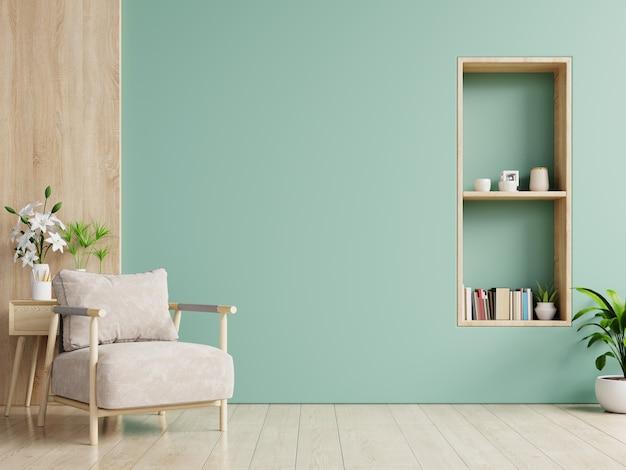 O interior tem uma poltrona na parede verde vazia