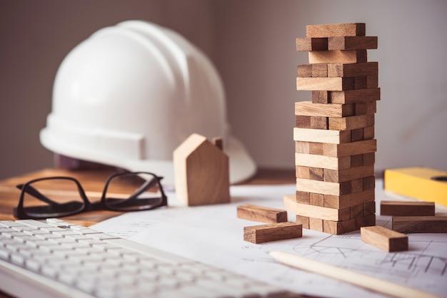 O jogo desenha blocos de madeira em pisos de madeira e ferramentas mecânicas.