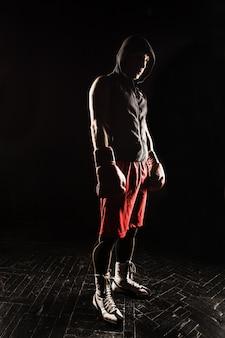 O jovem kickboxing
