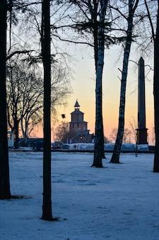 O kremlin ao pôr do sol. nizhny novgorod