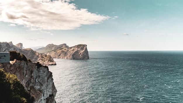O lado norte da ilha de maiorca, na espanha