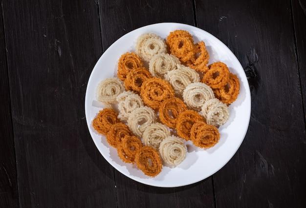 O lanche chakali ou murukku é feito no diwali indiano, comida do festival holi