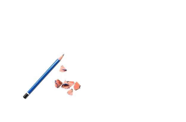 O lápis azul isolado no fundo branco.
