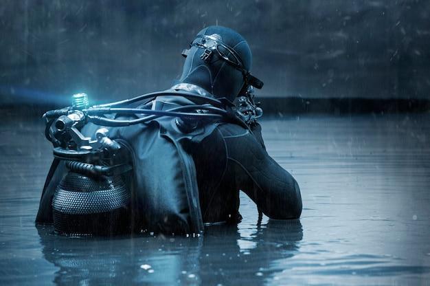O lutador de uma unidade especial está imerso no mergulho. o conceito de operações militares, resistência política, libertação de reféns. mídia mista