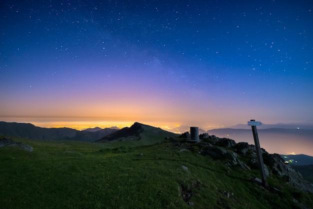 O maravilhoso céu estrelado sobre torino turin