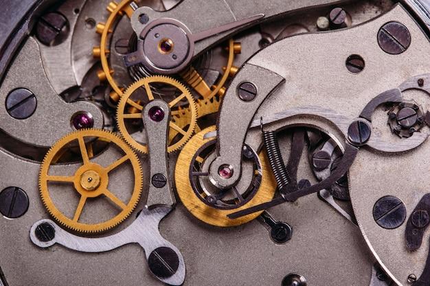 O mecanismo do antigo relógio soviético