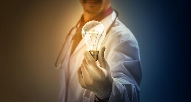 O médico deu a lâmpada da ideia para você.