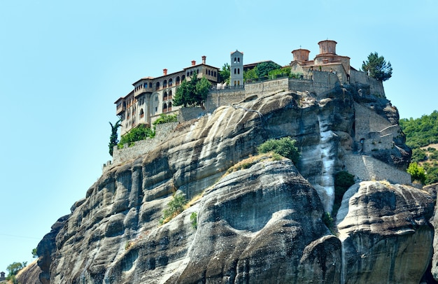 O meteora - importante complexo de mosteiros rochosos na grécia