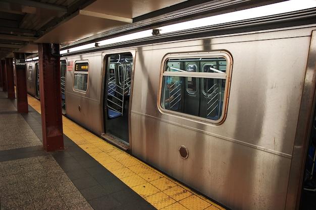 O metrô em nova york, estados unidos