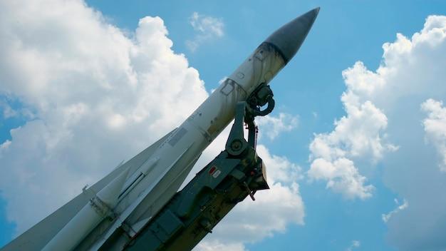 O míssil como objeto da exposição na história do museu a céu aberto e no conceito militar