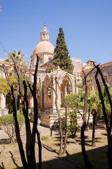 O mosteiro beneditino, catania