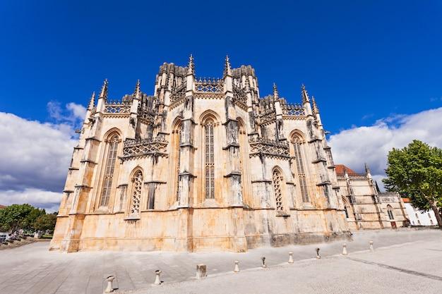 O mosteiro da batalha é um convento dominicano na freguesia da batalha, portugal. originalmente conhecido como mosteiro de santa maria da vitória.