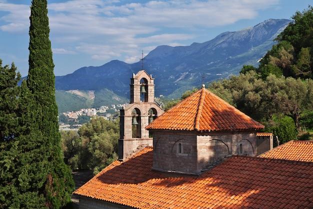 O mosteiro ortodoxo em montenegro